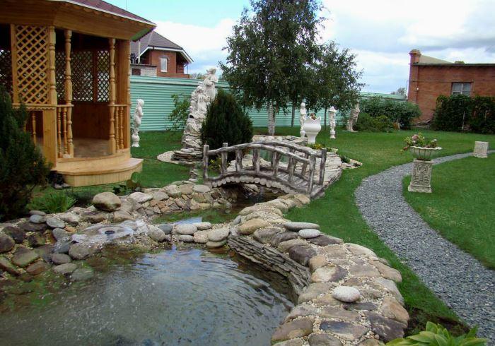 Двойной пруд с мостиком